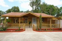 Planos Casas de Madera Prefabricadas: Ventajas de vivir en una Casa de Madera Rest House, Tiny House Cabin, Log Cabin Homes, House In The Woods, Village House Design, Mountain Cottage, Bamboo House, Wooden House, Simple House