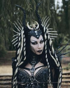 Image could contain: 1 person - Viking woman - Costume Dark Beauty, Gothic Beauty, Cool Costumes, Halloween Costumes, Halloween Outfits, Estilo Tribal, Looks Halloween, Dark Queen, Cyberpunk Fashion
