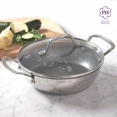 ¡Es importante comer saludable! La Cacerola redonda de 2 qt. Culinario Series™ Saludable perfecta para cocinar porciones pequeñas y guarniciones fácilmente. Y su superficie antiadherente te asegura una limpieza fácil #CocinaSaludable