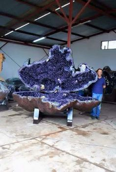 Giant Amethyst Geode with Jake Quinn / Rock Hounds Minerals And Gemstones, Rocks And Minerals, Amethyst Geode, Amethyst Rock, Quartz Crystal, Deco Originale, Rock Collection, Beautiful Rocks, Mineral Stone