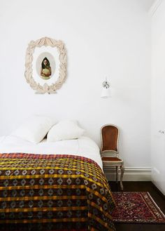 The Elsternwick home of Helen Gory. Photo – Annette O'Brien. Production – Lucy Feagins / The Design Files. Cheap Office Decor, Cheap Home Decor, Cozy Bedroom, Bedroom Decor, Bedroom Artwork, Bedroom Inspo, Master Bedroom, Loft, The Design Files
