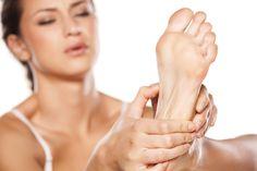 Fasciite plantaire, tendinite achilléenne, pied plat : comment traiter la douleur ? - http://cliniquedupied-md.com/blogue/fasciite-plantaire-tendinite-achilleenne-pied-plat-comment-traiter-la-douleur/