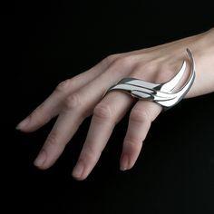 Sleek statement ring, futuristic jewellery design // Ailin Roelvaag