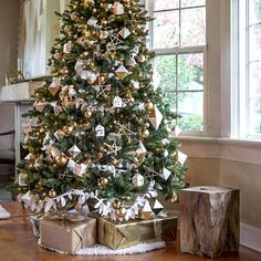 When it comes to decorating, my favourite part is the TREE. I love to create a beautiful Christmas tree. Here is the Ultimate christmas tree Inspiration! Gold And Silver Christmas Trees, Gold Christmas Decorations, Tabletop Christmas Tree, Beautiful Christmas Trees, Noel Christmas, Rustic Christmas, Gold Christmas Tree, Christmas Gifts, Christmas Ideas