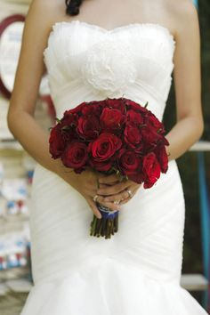 If I do end up going with a white wedding dress I think a Red roses bouquet with it would be stunning