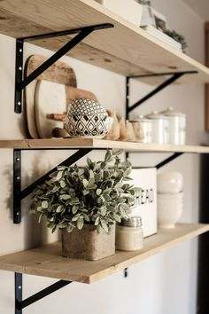 Farmhouse Kitchen 564920347010093252 - How To Decorate A Shelf. Our Modern Farmhouse Shelving in our Kitchen and how I styled it with greenery, cutting boards, dishes and canisters. Source by charlieandpine Farmhouse Remodel, Farmhouse Style Kitchen, Modern Farmhouse Kitchens, New Kitchen, Kitchen Remodel, Farmhouse Shelving, Farmhouse Decor, Awesome Kitchen, Kitchen Wood