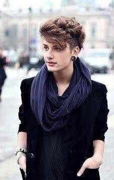 Androgynous style- I absolutely adore this hair . Androgynous style- I absolutely adore this hair Short Curly Hair, Short Hair Cuts, Curly Hair Styles, Wavy Hair, Short Pixie, Shaved Curly Hair, Short Hair Shaved Sides, Asymmetrical Pixie, Curly Pixie