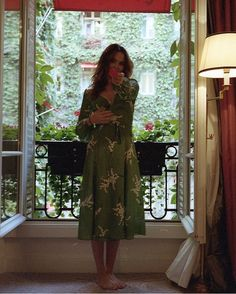 My flower 🌺 Sandro, Zoey Deutch Instagram, Casual Dresses, Summer Dresses, Street Style, Woman Face, Me As A Girlfriend, Celebs, Fashion Outfits
