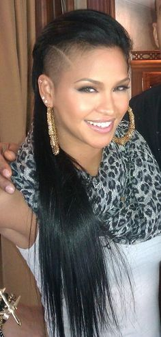 Singer Cassie sporting a half-shaved head with mohawk-style straight hair Half Shaved Head, Shaved Sides, Cassie Hair, Cassie Ventura, Natural Hair Styles, Short Hair Styles, Hair Dos, Hair Inspo, Cool Hairstyles