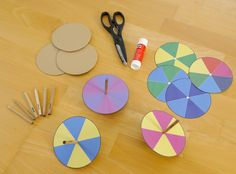 Do-it-yourself color spinning tops ~ With these small color spinning tops, . - Fall Crafts For Kids Fall Crafts For Kids, Diy For Kids, Kids Crafts, Diy And Crafts, Arts And Crafts, Paper Crafts, Kindergarten Art Projects, Craft Projects, Carpeaux