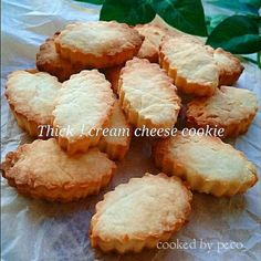 Almost like cheesecake Cream cheese cookies Cute Desserts, Sweets Recipes, Baking Recipes, Cookie Recipes, Delicious Desserts, Snack Recipes, Yummy Food, Snacks, Cream Cheese Cookies