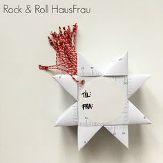 DIY: Til-og-fra-stjerner (Rock & Roll HausFrau) Christmas Craft Fair, Cosy Christmas, Christmas Gift Wrapping, All Things Christmas, Christmas Holidays, Christmas Decorations, Diy Xmas Projects, Rock And Roll, Mistletoe And Wine