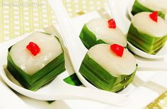 Takhoo Sakhoo, tapioca pearls steamed cakes, from Simply Thai