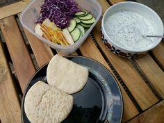 Mittagessen #Pita selbstgemacht. Joghurtsauce Nature mit Dill, Schnittlauch und Blattpetersilie! #mittagessen