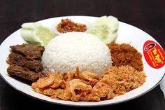 Nasi Udang Bu Rudy, special mixed rice with crispy fried shrimps from Surabaya