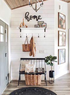 Agreeable Narrow Bench for Entryway Ideas Farmhouse Interior, Home Interior, Interior Design, Farmhouse Decor, Interior Decorating Styles, Farmhouse Homes, Farmhouse Style, Home Design, Design Ideas
