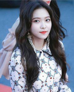 Red Velvet 레드벨벳 : YeRi  : 1st Soribada Best K - Music Awards Red Carpet Hallyu Icon Award