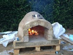 Four à pizza bois : How to Make a Homemade Pizza Oven Outdoor Kitchen Bars, Pizza Oven Outdoor, Outdoor Kitchens, Outdoor Cooking, Outdoor Rooms, Outdoor Living, Wood Fired Oven, Wood Fired Pizza, Build A Pizza Oven