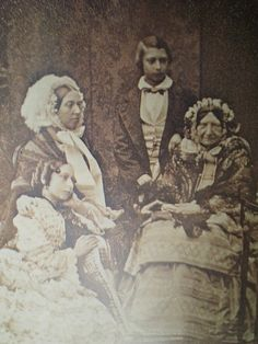 Quee Victoria and her frilly bonnet, posing with mother, Victoria, the duchess of Kent , and kids Pss Alice and Prince Albert Edward.