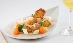 Dinamite seitan. Pasta fritta con melone e sesamo bianco. Una ricetta tardo-estiva scoppiettante. E leggerissima