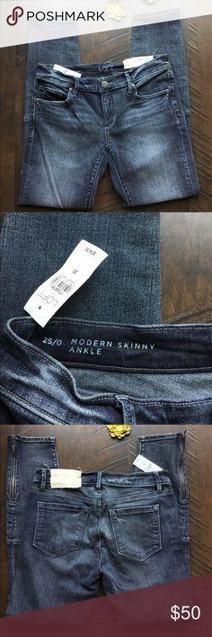 "Ann Taylor LOFT Patchwork Zippered Crop Ankle Jean Ann Taylor LOFT size 25 modern skinny ankle jeans. Zippered at ankle. Patchwork at knee area. NWT. 27"" inseam. LOFT Jeans Ankle & Cropped"