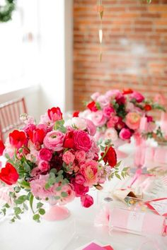 52 Perfect Valentines Floral Arrangements Vase Ideas For Home Decoration - It's easier than most people think to make a beautiful flower arrangement. You can save a lot of money by picking or buying fresh flowers and making y. Valentine Bouquet, Birthday Bouquet, Valentines Flowers, Valentines Day Weddings, Beautiful Flower Arrangements, Wedding Arrangements, Floral Arrangements, Beautiful Flowers, Red Flowers