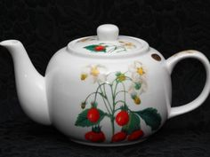 THE PIERRE REDOUTE COLLECTION STRAWBERRY Fine China 4 Cups Teapot