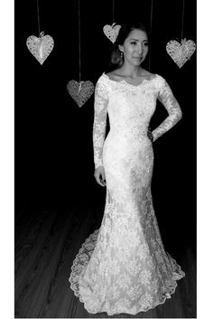 Lace gown with sleeves | Kelly Kuipers Couture #kellykuiperscouture #couture #wedding #bridalgown #lace