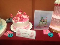 Miniature Dollshouse Fair in Italy had a Contest for MiniCake Designers... next to each full-sized cake is the mirror image in 1:12th scale! ~ Pic 4 of 8