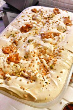 Υλικά 1 μόρφατ 1εβαπορε 2 ζαχαρούχο καραμέλα ½ κούπα κροκάν (προαιρετικά) Χτυπάμε πολύ κρύα όλα τα παραπάνω, εκτός μισό ζαχαρούχο... Greek Sweets, Greek Desserts, Cold Desserts, Frozen Desserts, Summer Desserts, Greek Recipes, Sweets Recipes, Cookbook Recipes, Cooking Recipes