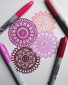Doodle Art Drawing, Zentangle Drawings, Mandala Drawing, Pencil Art Drawings, Kawaii Drawings, Art Sketches, Mandala Art Lesson, Mandala Doodle, Mandala Artwork