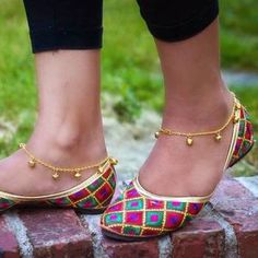 Anklet Designs - Buy Indian Payal / Anklets Online for Girls Gold Anklet, Silver Anklets, Beaded Anklets, Toe Ring Designs, Anklet Designs, Mehndi, Anklets Online, Trendy Baby Girl Clothes, Diy Clothes