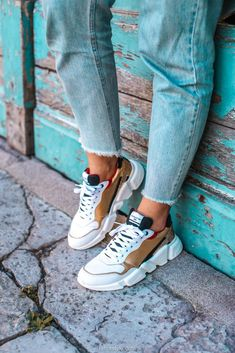 62 Ideas For Basket Femme Tendance 2019 Baskets Serafini, Girls Shoes, Baby Shoes, Le Cordon, Jeweled Shoes, Womens Fashion Online, Dress Codes, Chuck Taylor Sneakers, Pumps