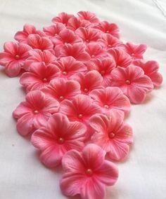 Edilbe Cake Decorations Light Pink Gum Paste Blossoms 25 piece