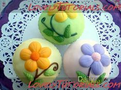 How to decorate cupcakes with flower designs using royal icing and fondant - Мастер-классы по украшению тортов Cake Decorating Tutorials (How Tos) Tortas Paso a Paso