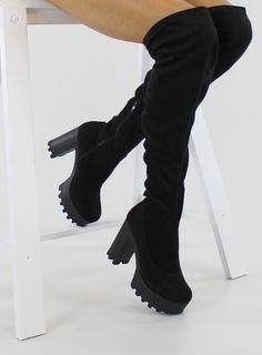 Wyjątkowo stylowe muszkieterki block heels z cholewką powyżej kolana. Mają wysoki ale szeroki obcas i grubą platformę, dzięki czemu są wygodne i stabilne. Wykonane z eko zamszu, świetnie układają się do nogi. W części stopy wyścielone są delikatnym futerkiem. Po wewnętrznej stronie wszyty został suwaczek ułatwiający zakładanie. Buty wyglądają zjawiskowo!  Wysokość obcasa: 11 cm  Wysokość platformy: 3,5 cm  #shoes #style #fashion #kozaki #boots #girls #online #follow #yellow #cool