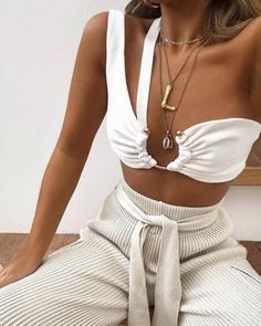 best pool party outfits for miami summer 2019 Look Fashion, Fashion Beauty, Fashion Outfits, Womens Fashion, Fashion Tips, Fashion Design, 2000s Fashion, Retro Fashion, Winter Fashion