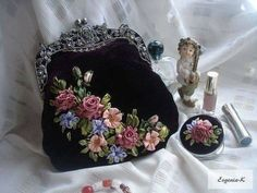 Wonderful Ribbon Embroidery Flowers by Hand Ideas. Enchanting Ribbon Embroidery Flowers by Hand Ideas. Embroidery Purse, Silk Ribbon Embroidery, Embroidery Stitches, Embroidery Patterns, Embroidery Books, Beaded Purses, Beaded Bags, Ribbon Art, Embroidered Bag