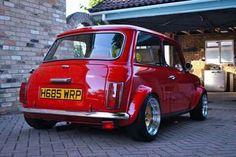 Classic mini with impressive wheels - Car Mini Cooper S, Mini Cooper Custom, Mini Cooper Classic, Classic Mini, Classic Cars, Mini Morris, Austin Cars, Automobile, British Sports Cars