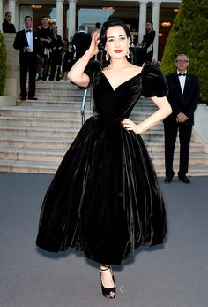 Gala amfAR 2013 Cannes Desfile The Ultimate Gold Collection Carine Roitfeld Elizabeth Taylor - Dita Von Teese
