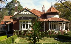 This a Australian deriviative of England's Queen Ann style of architecture. Called Federation Queen Anne, it primarily seen in Australia but also in the US. This example is 'Alba Longa' 4 Appian Way, Federation Queen Anne home, Appian Way, Burwood, New South Wales