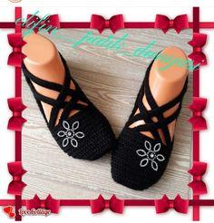 Pin by Maria Cruz on MaJu shoes Crochet Slipper Pattern, Crochet Shoes, Crochet Slippers, Diy Crochet, Crochet Clothes, Baby Knitting Patterns, Crochet Patterns, Barefoot Sandals Wedding, Crochet Blouse