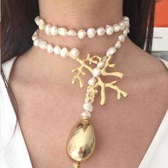 Corfú - Veil Tutorial and Ideas Coral Jewelry, Beaded Jewelry, Handmade Jewelry, Jewelry Necklaces, Beaded Necklace, Bracelets, White Necklace, Stone Necklace, Jewelry Crafts