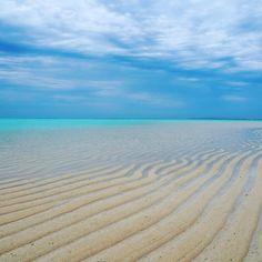 いいね!43件、コメント3件 ― dayoshiさん(@da_yoshida)のInstagramアカウント: 「今日雨だから泳げない泣く  昨日の#与論島#百合が浜#海」