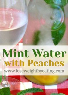 Mint Infused Water with Peaches That Cools You Off When it is hot outside, and I mean HOT, you need something that will cool you off. This Mint Infused Water with Peaches recipe does just that! Infused Water Recipes, Fruit Infused Water, Fruit Water, Infused Waters, Mint Detox Water, Peach Water, Apple Cinnamon Water, Lemon And Ginger Detox, Flavored Ice Cubes