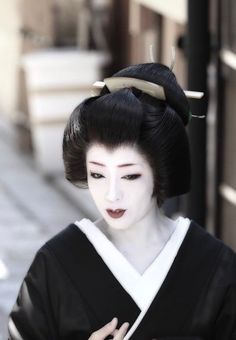 Geiko Japanese Geisha, Japanese Beauty, Japanese Kimono, Japanese Fashion, Japanese Girl, Kyoto, Sapporo, Geisha Art, Yokohama