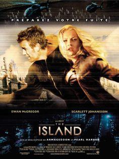 """¤ Island - D'ici quelques décennies... Lincoln Six-Echo et sa camarade Jordan Two-Delta font partie des centaines de Produits d'une immense colonie souterraine où la vie est étroitement surveillée et régie par des codes très stricts. Le seul espoir d'échapper à cet univers stérile est d'être sélectionné pour un transfert sur """"l'Île""""."""