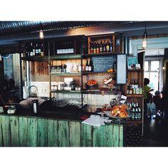 """""""@kolonihagen på Grünerløkka har skikkelig digg brunsj, økologisk mat og fin bakgård Det er vel egentlig ikke noe å lure på! Ta med deg dine beste…"""""""