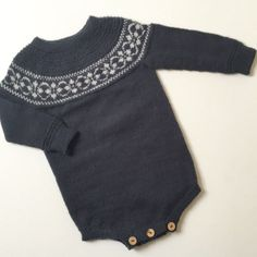 #romper #efterår #knittedbabyclothes #babyknit #knit #knitforkids #barnestrikk #mormorstrik #homemade #hjemmestrik #ulderguld #uldbarn #tusindfrydsengleuld #merino #puttyromper Knitting For Kids, Baby Knitting, Baby Boy Outfits, Kids Outfits, Little Girl Fashionista, Knitted Baby Clothes, Baby Couture, Baby Size, My Little Girl
