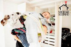Passar roupa sem ferro é a solução quando está na correria para sair ou não tem ferro de passar em casa. Não saia mais todo amarrotado de casa!